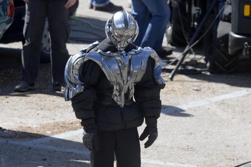 avengers age of ultron set close up 02