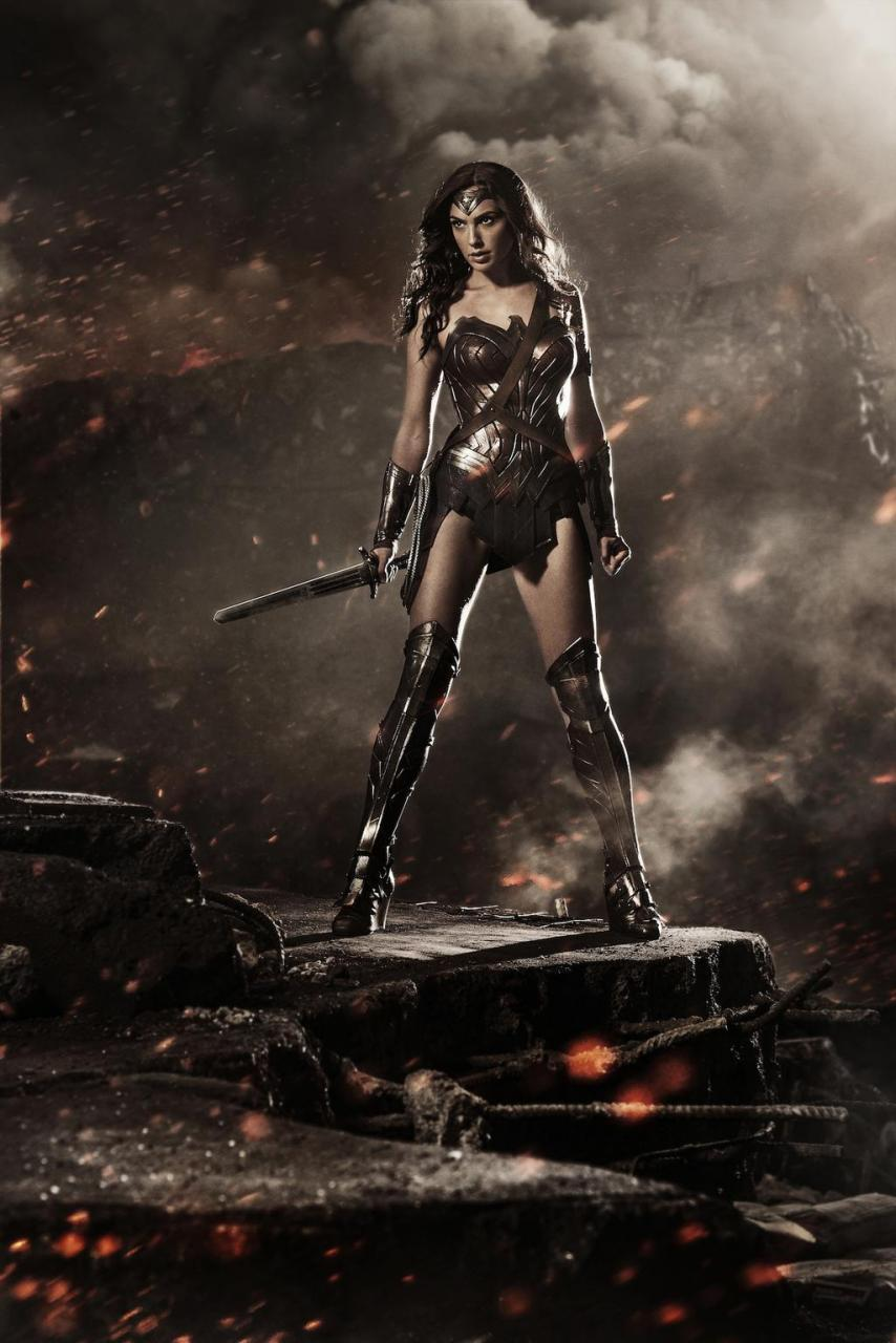 first look at wonder woman in batman v superman