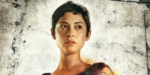 Rosa Salazar battle angle