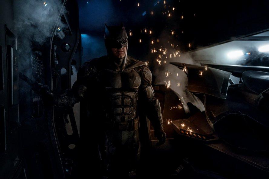 jtl-batman-new-suit